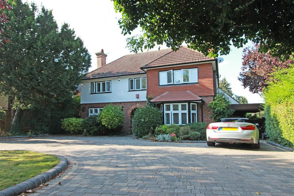 5 Bedrooms Detached House for sale in The Crescent, Cheam