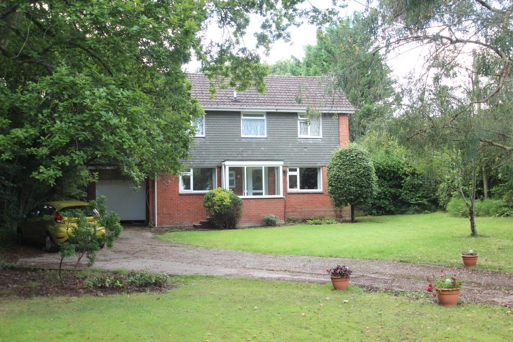 5 Bedrooms Detached House for sale in New Road, Wootton Bridge, Isle Of Wight