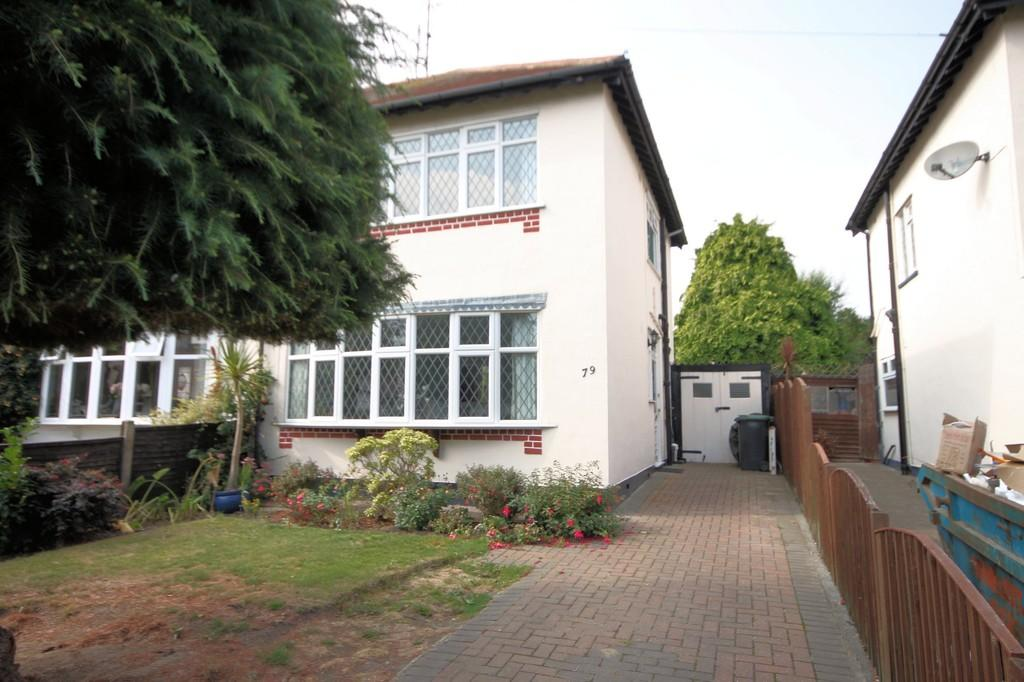 3 Bedrooms Semi Detached House for sale in Exford Avenue, Westcliff-on-Sea