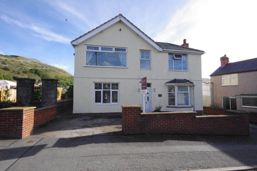 3 Bedrooms Detached House for sale in High Street, Dyserth