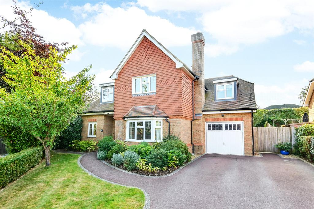 5 Bedrooms Detached House for sale in Barrington Drive, Fetcham, Leatherhead, Surrey, KT22