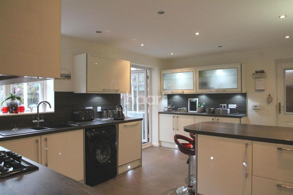 4 Bedrooms Detached House for sale in Edgehill Drive, Newark
