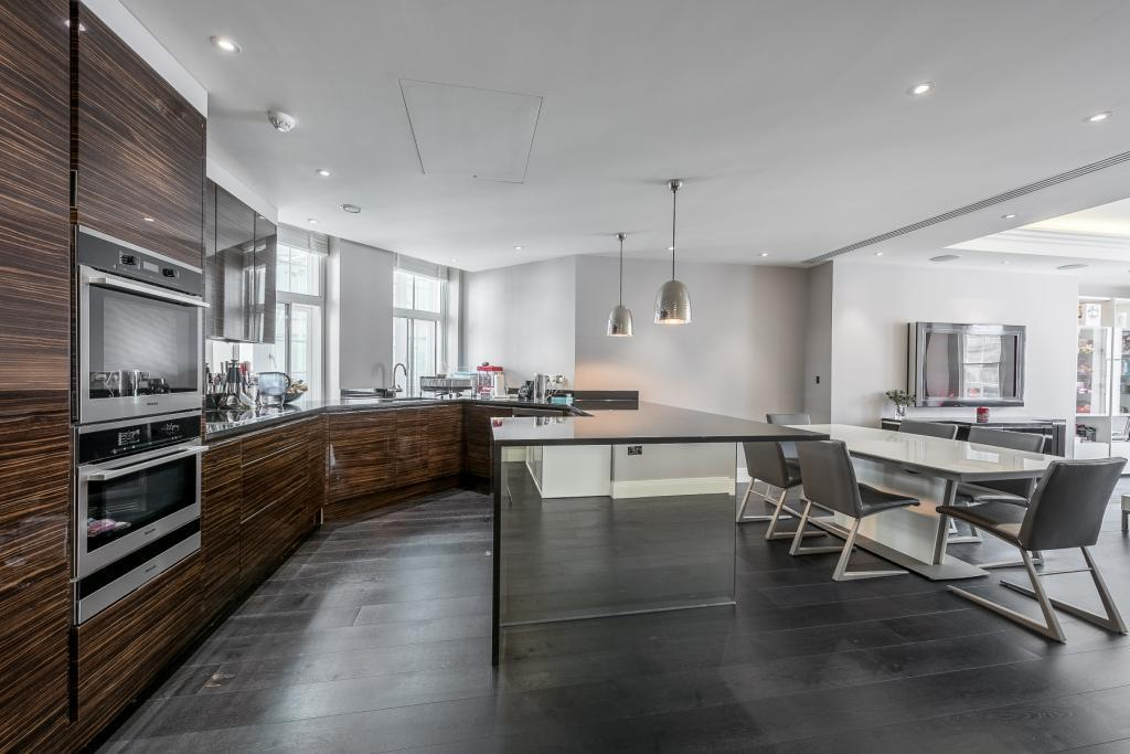 3 Bedrooms Flat for sale in Chantrey House, 4 Eccleston Street, London, SW1W