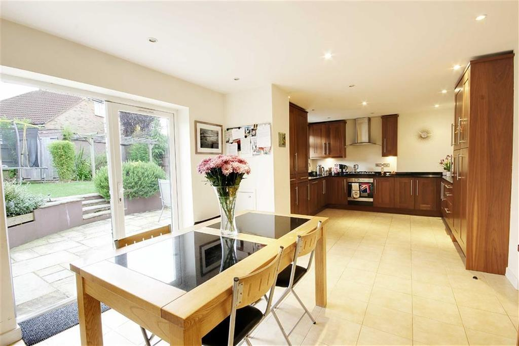 5 Bedrooms Semi Detached House for sale in The Greenway, Potters Bar, Hertfordshire