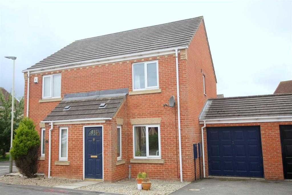 2 Bedrooms Semi Detached House for sale in Pinewood Close, Darlington