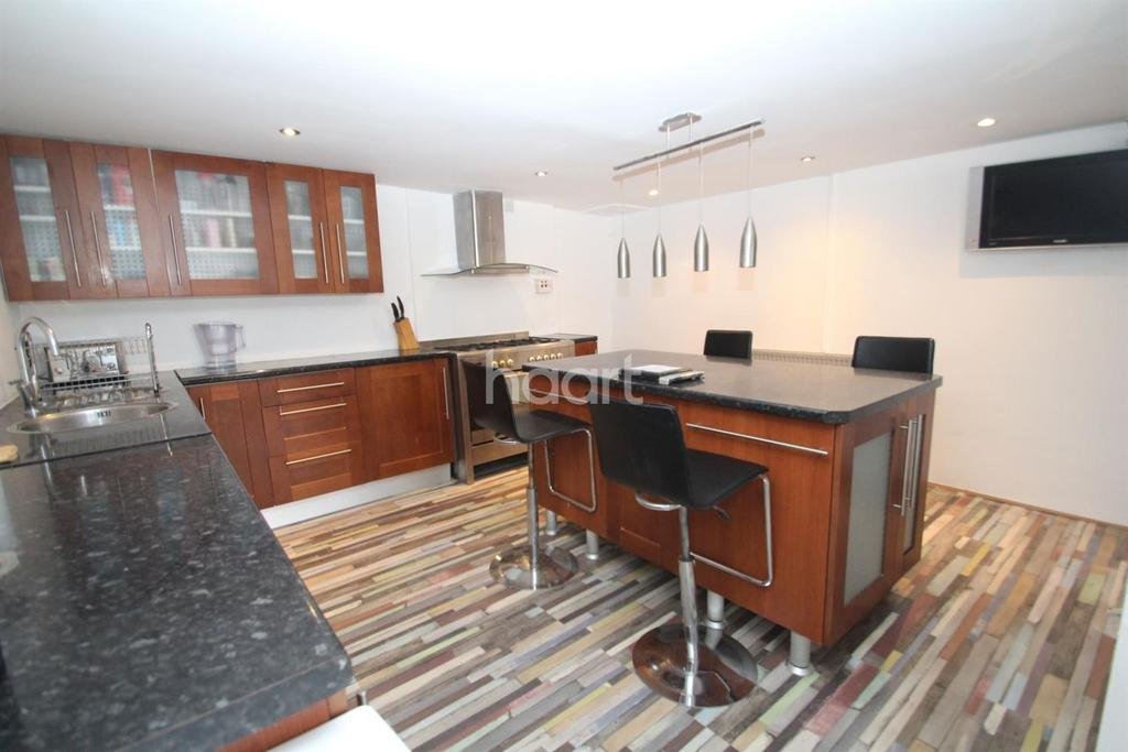 2 Bedrooms Terraced House for sale in Forest Road