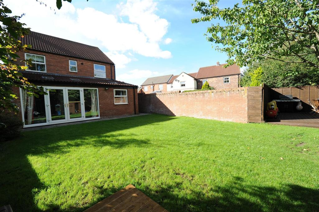 5 Bedrooms Detached House for sale in Bronte Close, Brompton On Swale
