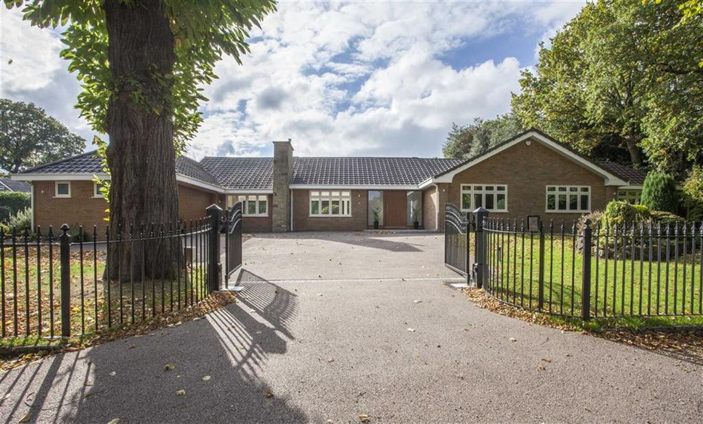 4 Bedrooms Detached Bungalow for sale in Hartopp Road, Sutton Coldfield, West Midlands