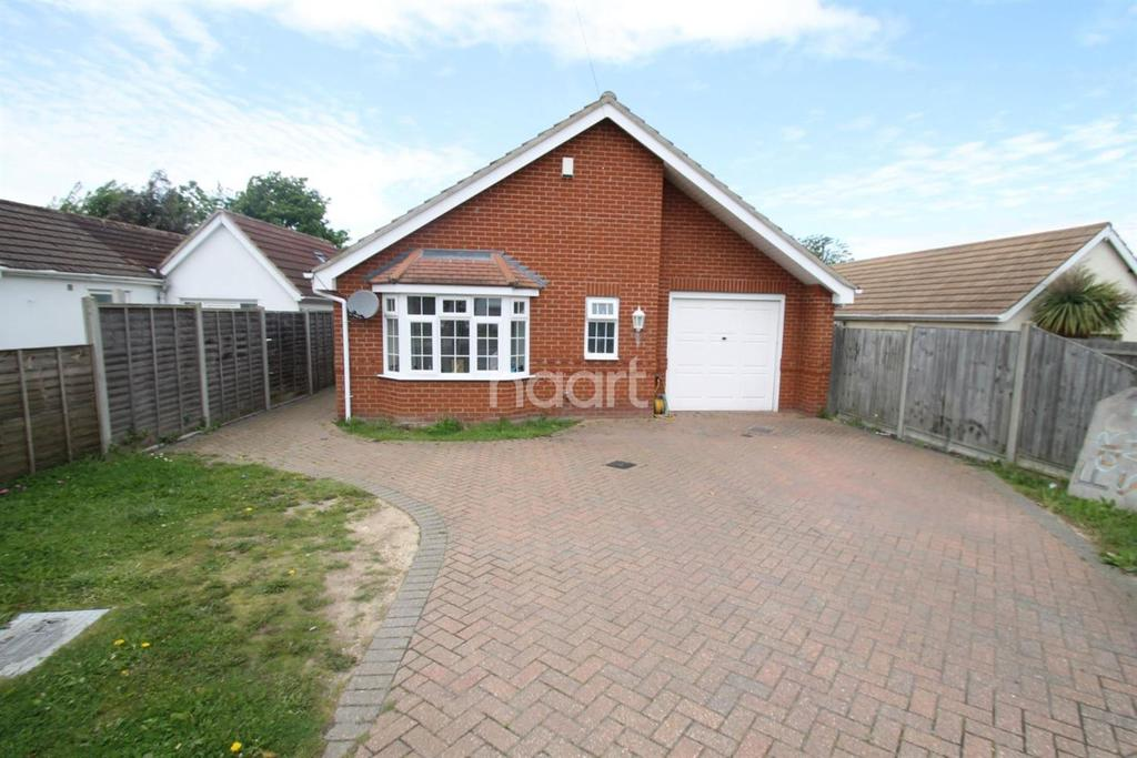 3 Bedrooms Bungalow for sale in Burrs Road, Clacton-on-Sea