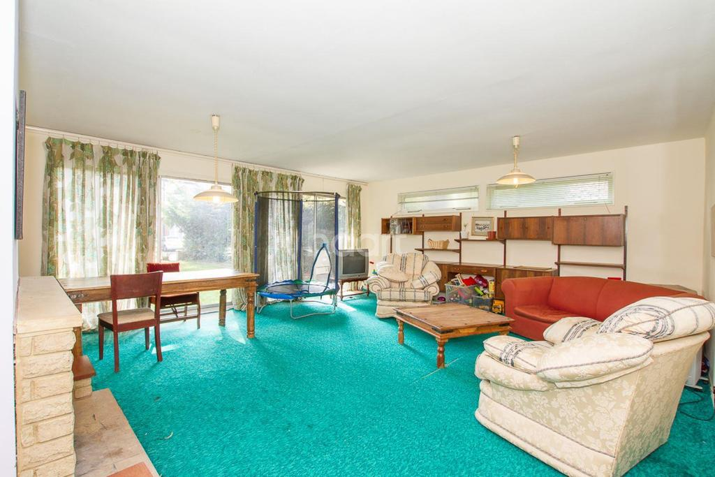 4 Bedrooms Bungalow for sale in Off New Bedford Road