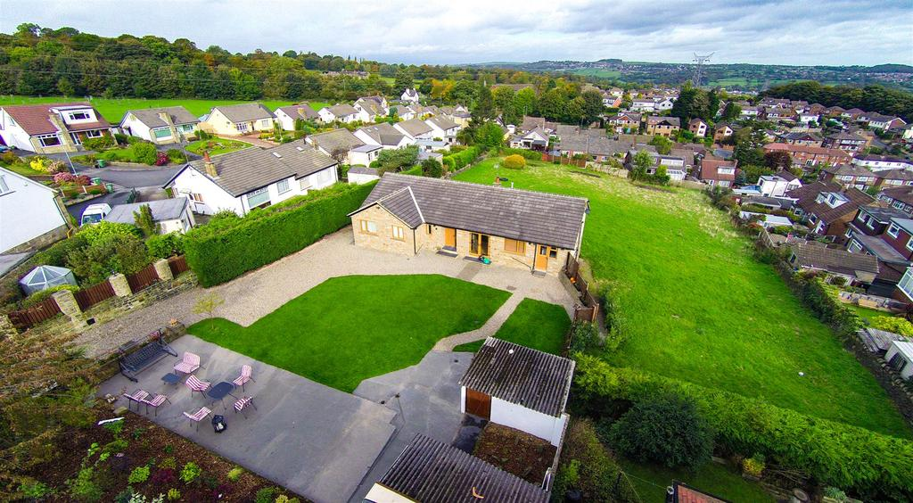 4 Bedrooms Detached House for sale in The Shire, Red Lane, Farsley