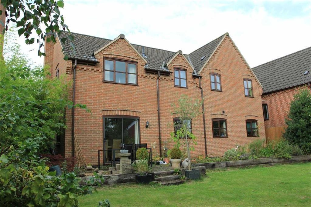 4 Bedrooms Detached House for sale in Rectory Gardens, Evington, Leicester