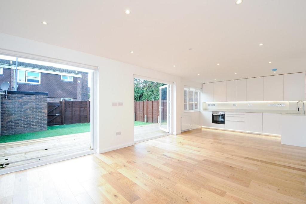 5 Bedrooms Terraced House for sale in Larch Close, Balham, SW12