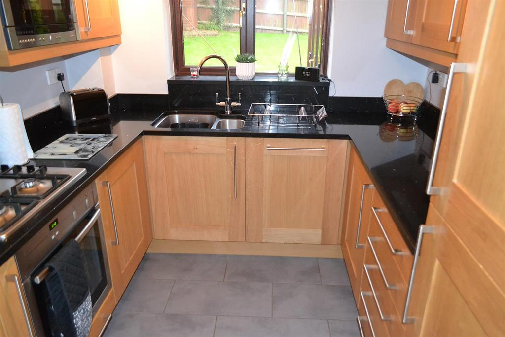4 Bedrooms House for sale in Salisbury Drive, Cannock