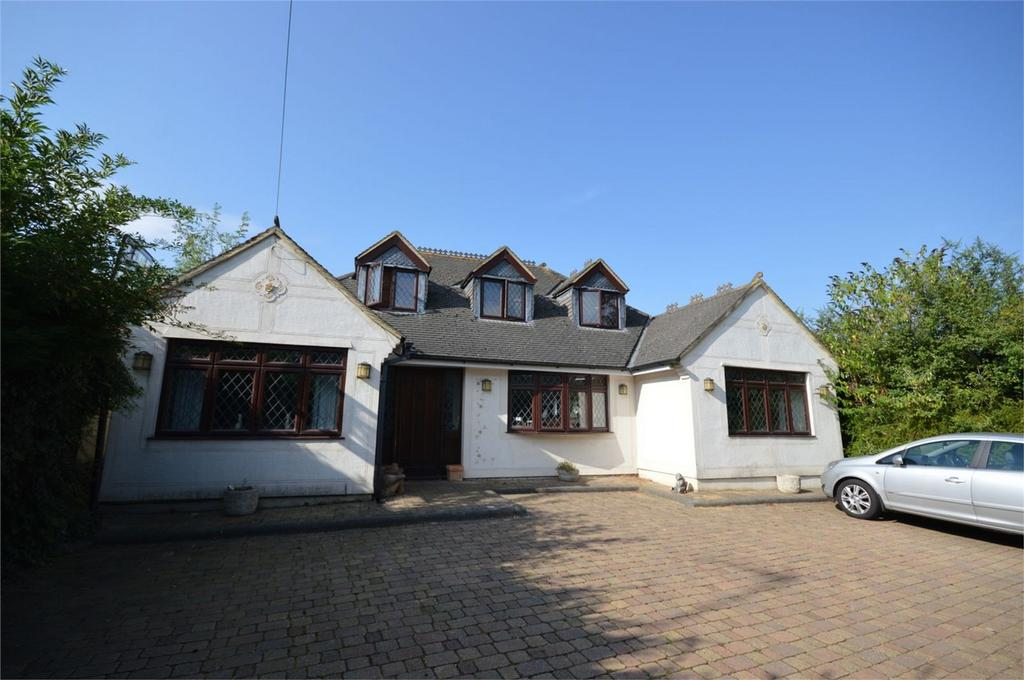 5 Bedrooms Detached House for sale in Epping Green Road, Epping Green, Essex
