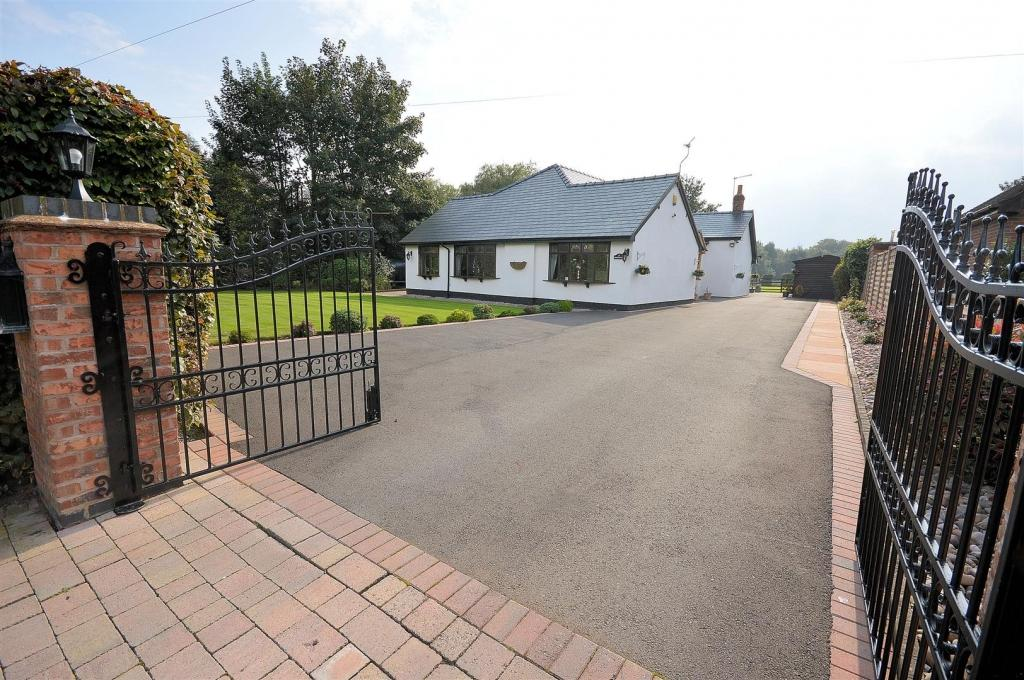 4 Bedrooms Detached House for sale in Springfield, Plant Lane, Moston