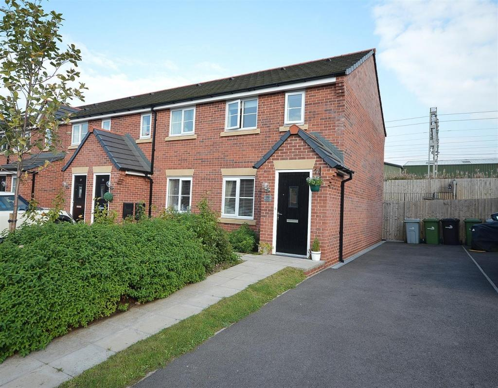 2 Bedrooms Semi Detached House for sale in Kingfisher Crescent, Ettiley Heath, Sandbach