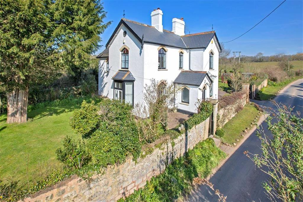 4 Bedrooms Detached House for sale in Castle Lane, Littleham, Devon, EX8