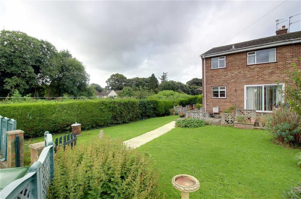 3 Bedrooms Semi Detached House for sale in The Chase, Cashes Green, Gloucestershire