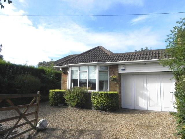 2 Bedrooms Semi Detached Bungalow for sale in Whitehouse Common Road,Sutton Coldfield,