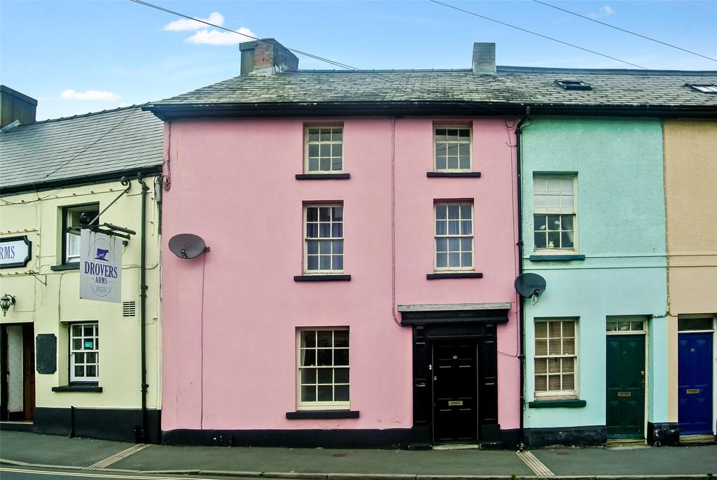3 Bedrooms Terraced House for sale in Penpentre, Brecon, Powys