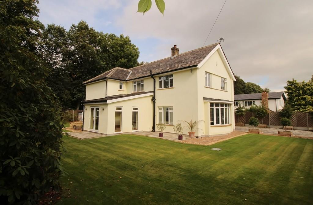 5 Bedrooms Detached House for sale in Foxhill Drive, Weetwood