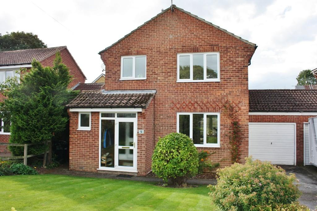 3 Bedrooms Detached House for sale in St Olaves Close, Ripon