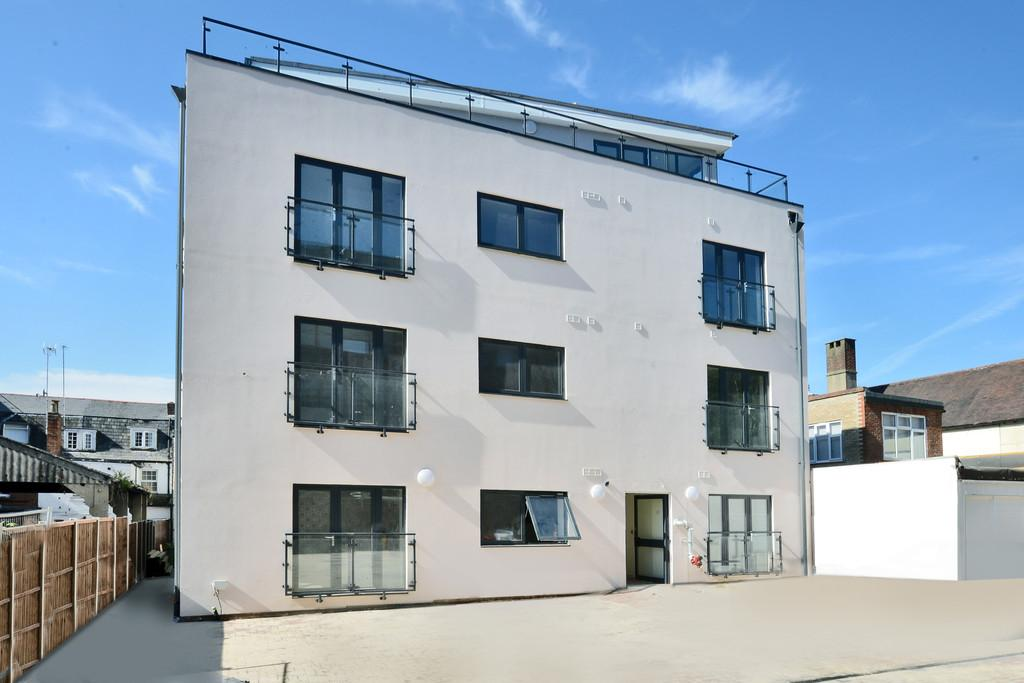 2 Bedrooms Apartment Flat for rent in High Street, Camberley