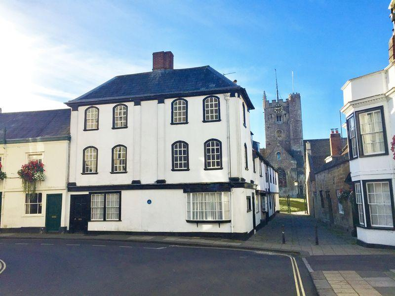2 Bedrooms Terraced House for sale in St. Johns Street, Devizes