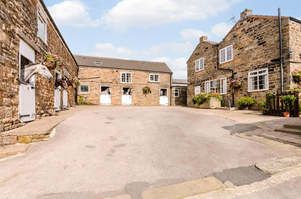 9 Bedrooms Equestrian Facility Character Property for sale in Stubley Hollow Farm, Dronfield