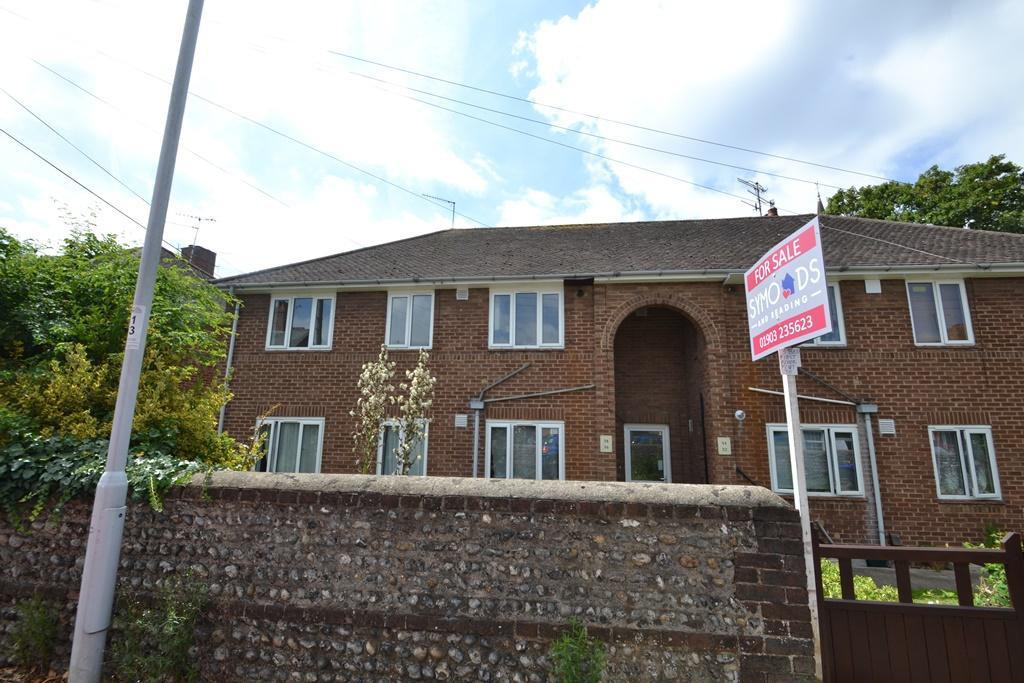 3 Bedrooms Flat for sale in Church Road, Tarring, West Sussex, BN13 1HG