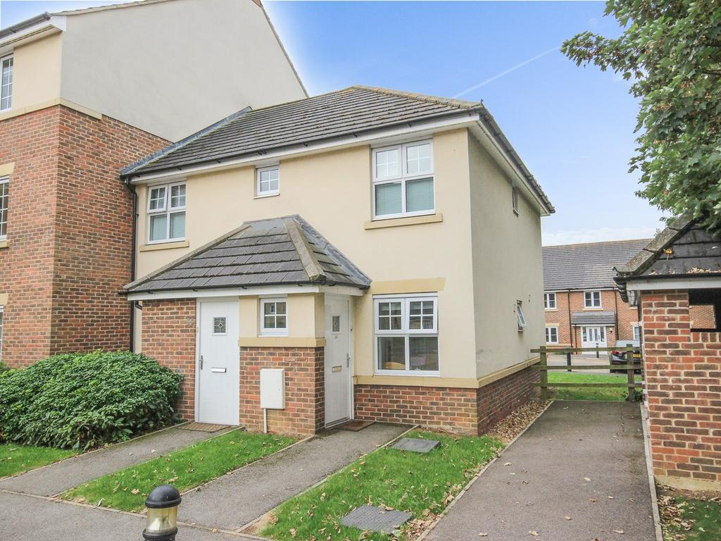 2 Bedrooms Ground Flat for sale in The Hawthorns, Flitwick, Bedford, MK45
