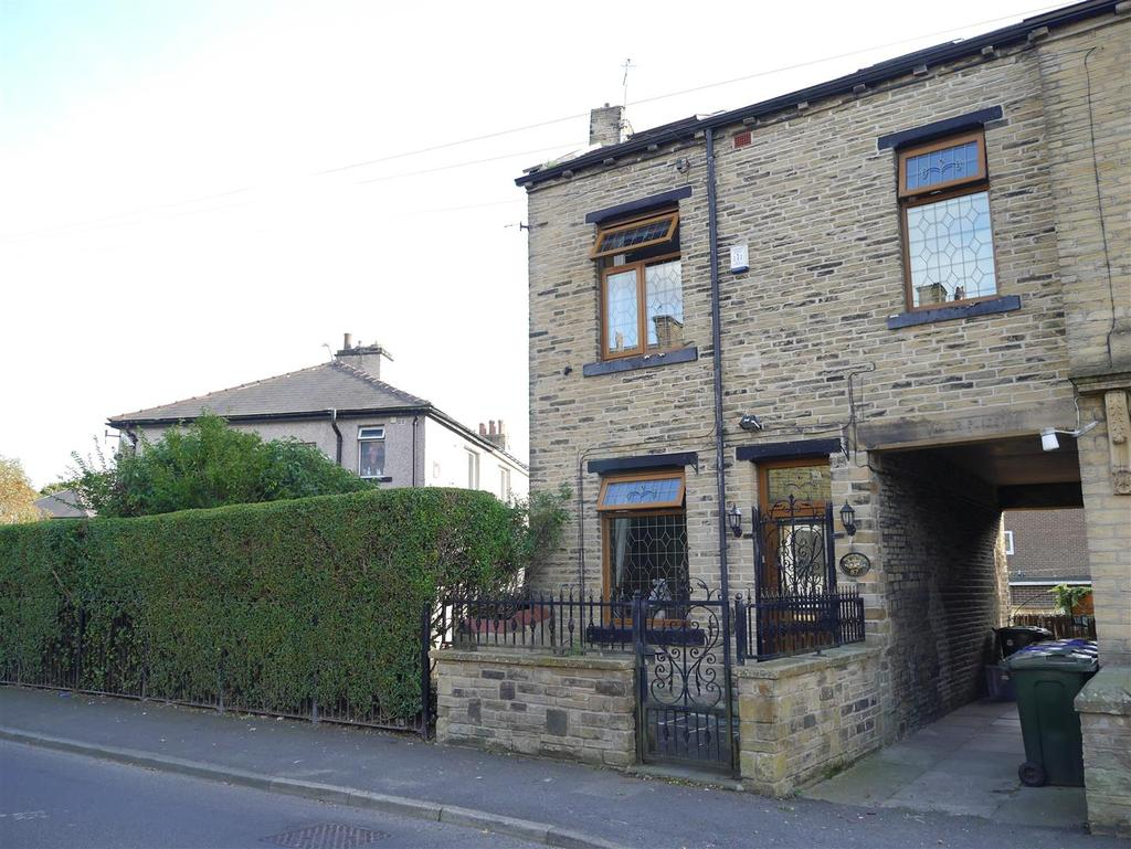 4 Bedrooms End Of Terrace House for sale in Wellington Road, Undercliffe,Bradford, BD2 3AH