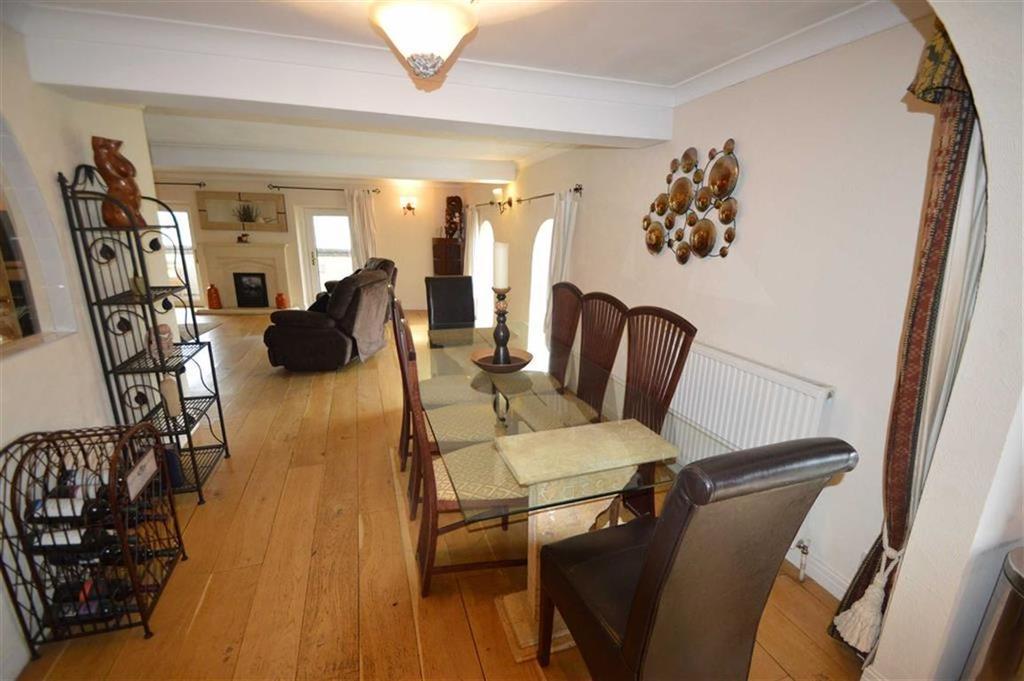 2 Bedrooms Apartment Flat for sale in Whitecastle Court, Queensbury BD13, Queensbury Bradford