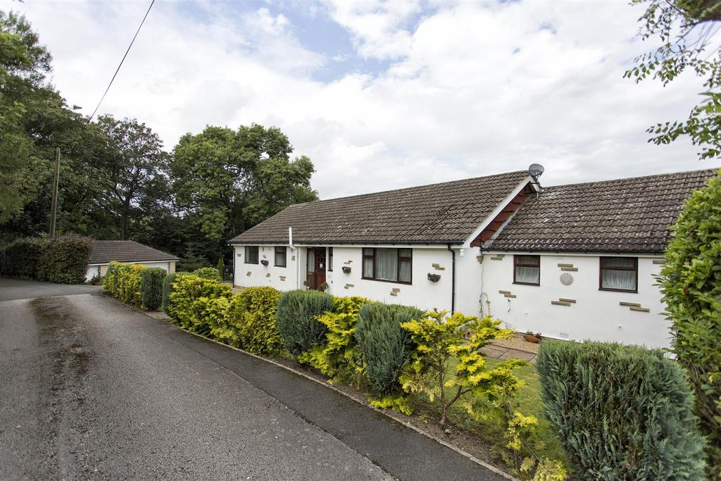 4 Bedrooms Detached House for sale in Lark Hill Close, Cleckheaton