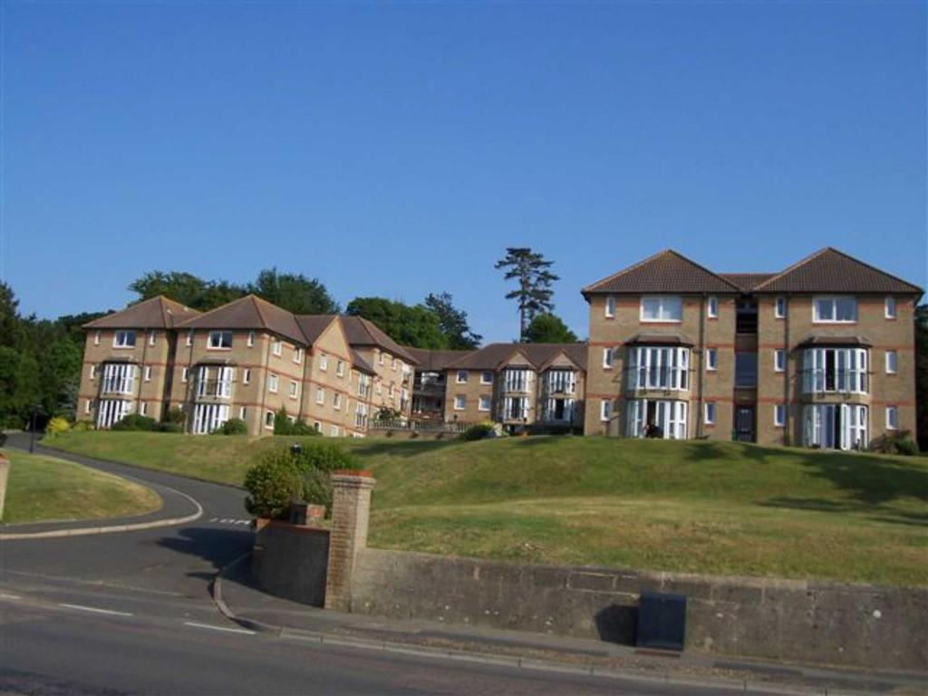 2 Bedrooms Apartment Flat for sale in 31 Briary Court, Cowes