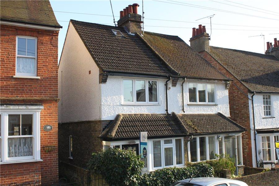 2 Bedrooms Semi Detached House for rent in North Road, Chorleywood, Herts WD3