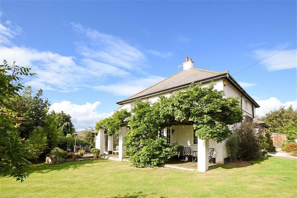 5 Bedrooms Detached House for sale in Hogshill Lane, Cobham, Surrey, KT11