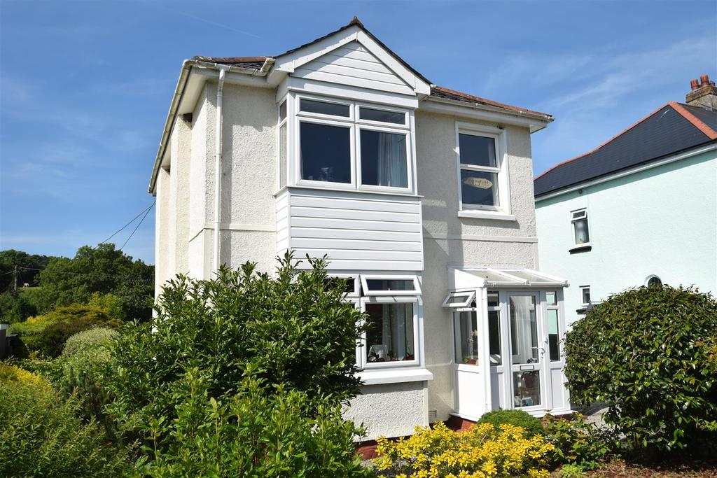 3 Bedrooms Detached House for sale in Treluswell, Four Cross, Penryn