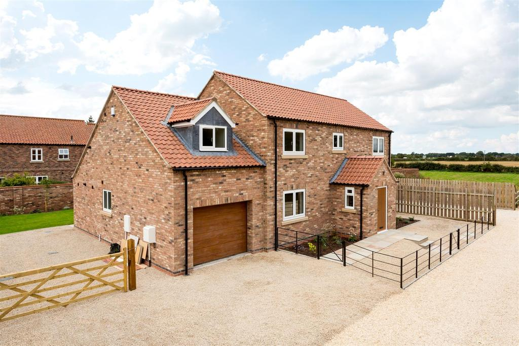 4 Bedrooms House for sale in Chapel Court, Hayton, York