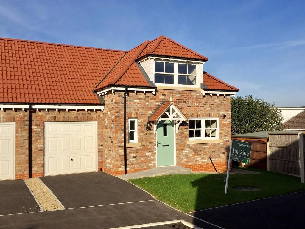 3 Bedrooms Semi Detached House for sale in Prospect Avenue, Off Prospect Drive, Tadcaster, York