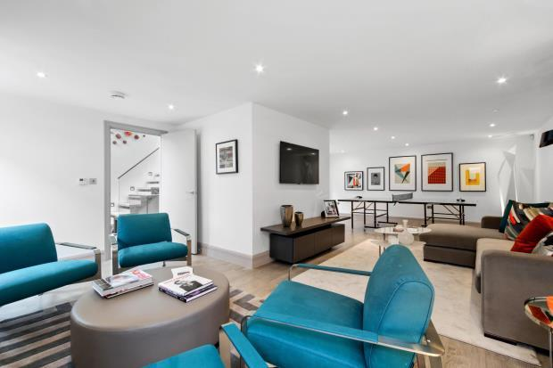 3 Bedrooms Mews House for sale in Whittlebury Mews East, London, NW1