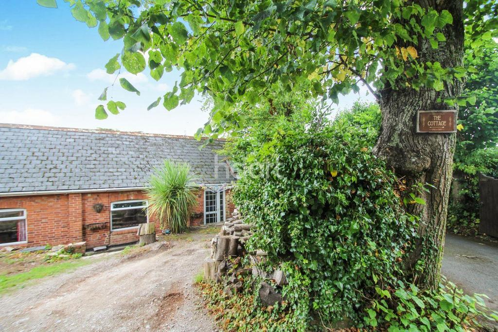 2 Bedrooms Bungalow for sale in Cary Castle Drive, Torquay