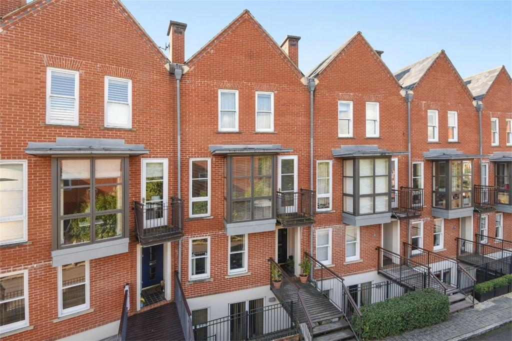 4 Bedrooms Terraced House for sale in Winchester