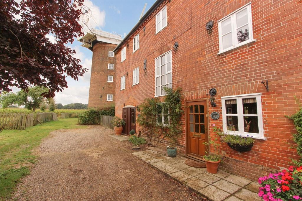 3 Bedrooms Terraced House for sale in The Granary, Mill Road, Old Buckenham, Norfolk