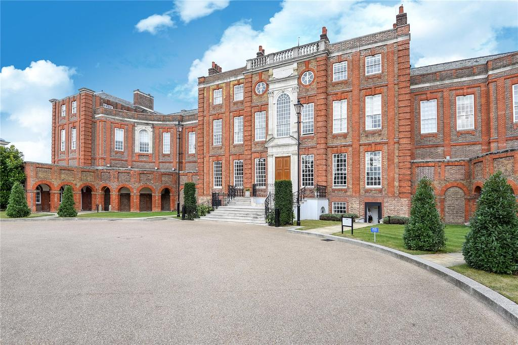 2 Bedrooms Unique Property for sale in Roehampton House, Vitali Close, Putney, London, SW15