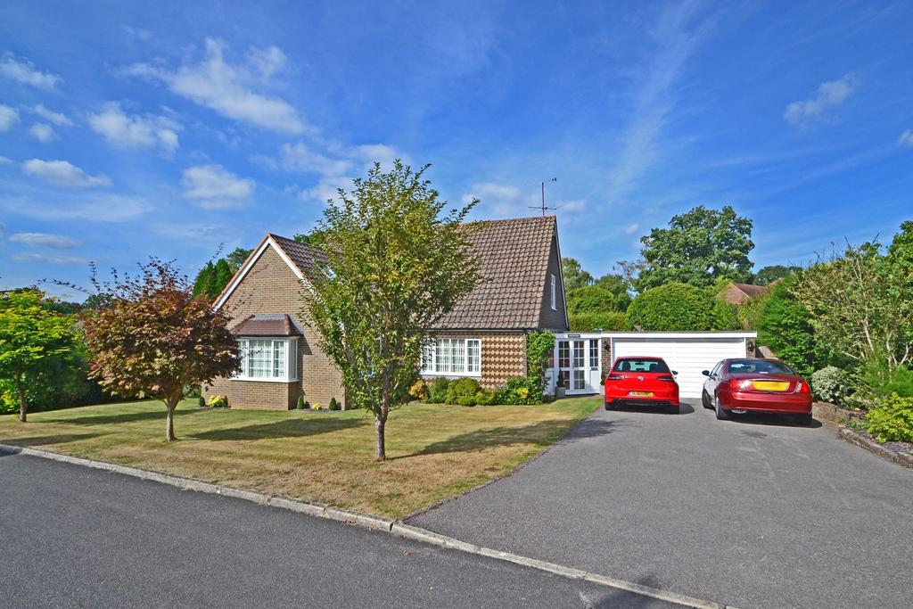 3 Bedrooms Detached Bungalow for sale in Heathfield Copse, West Chiltington, West Sussex, RH20