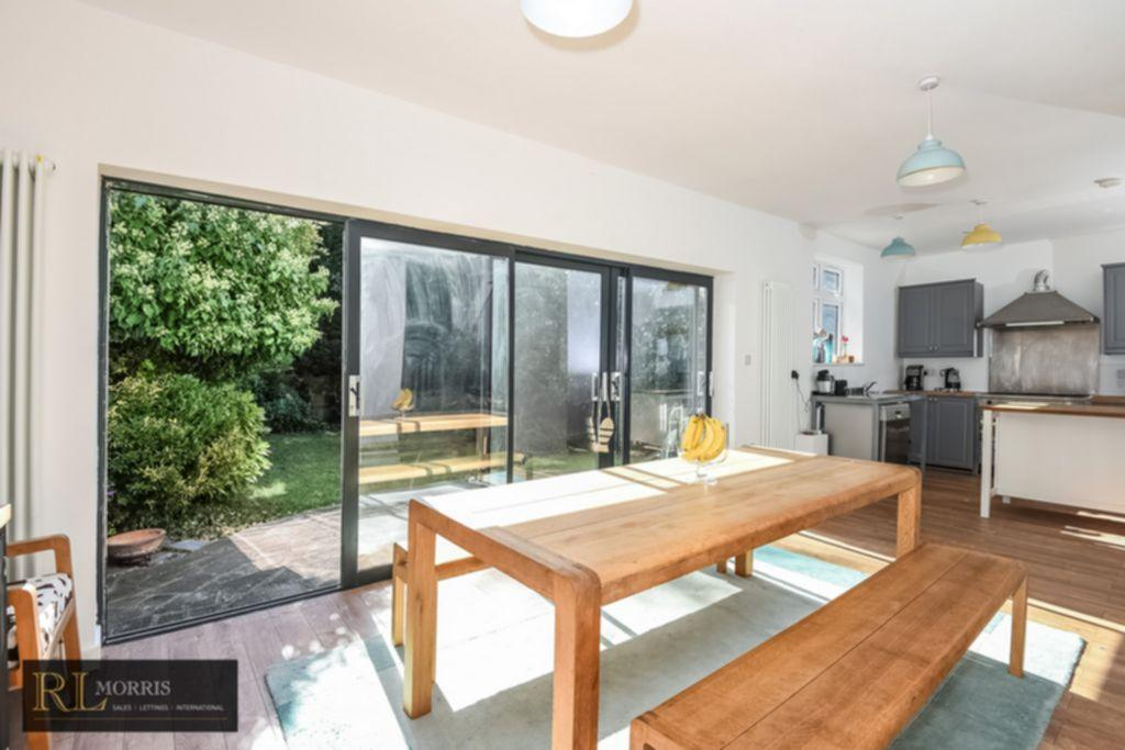4 Bedrooms House for sale in The Avenue, Chingford, E4