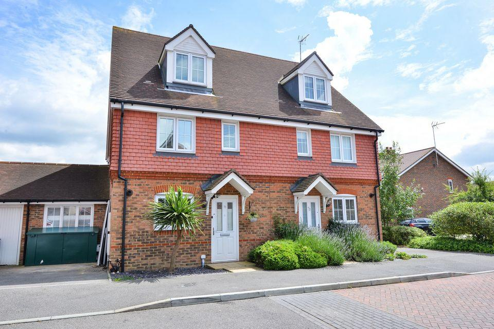 4 Bedrooms Town House for sale in Chestnut Drive, Hassocks, West Sussex.