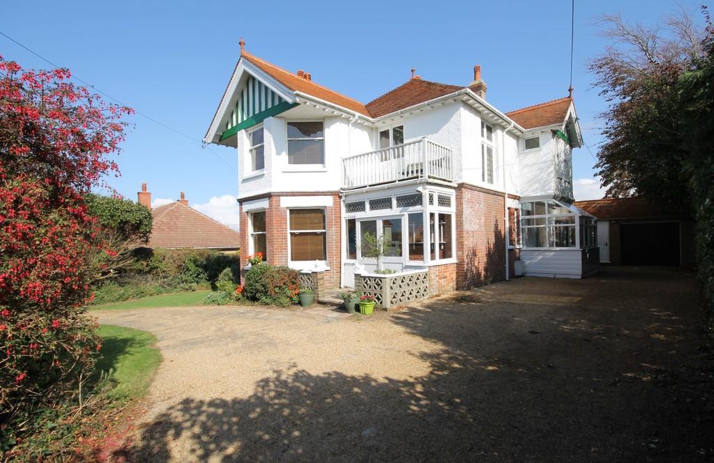 5 Bedrooms Detached House for rent in Totland Bay, Isle of Wight